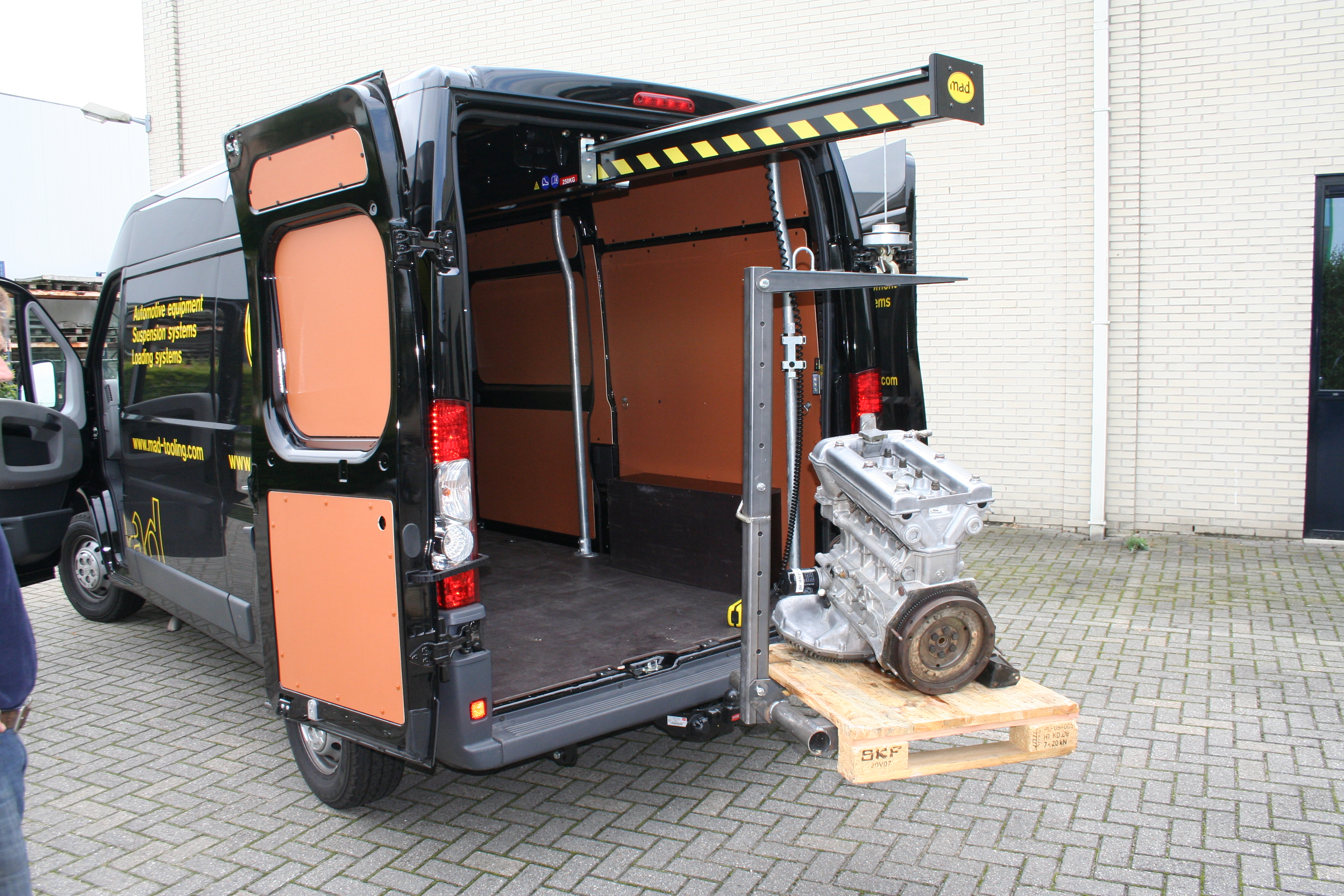 MAD EasyLoad Van Crane is the ideal solution for handling, lifting and loading pallets into a van